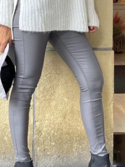 Pantalón encerado en tono gris