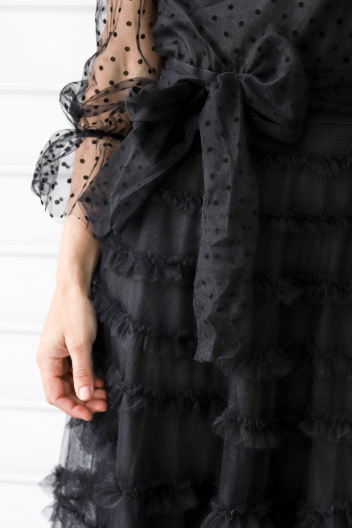 vestido negro largo capas de tul