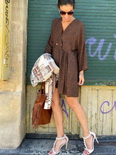 Vestido de algodón con dibujo print en tonos marrones